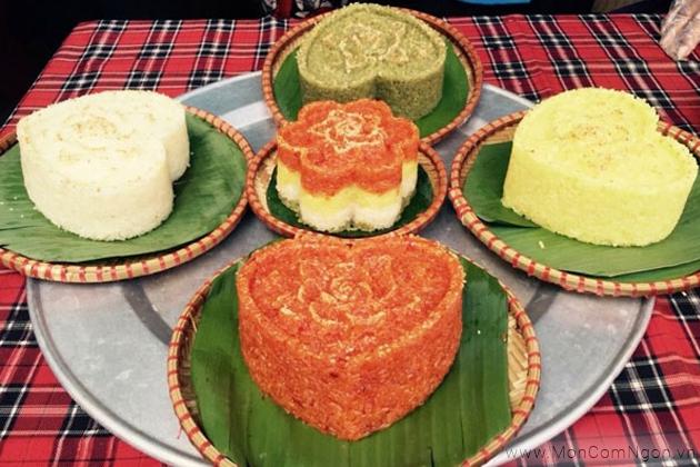 Xôi Phú Thượng rất dẻo và thơm phức bốc lên ngào ngạt, quyến rũ.
